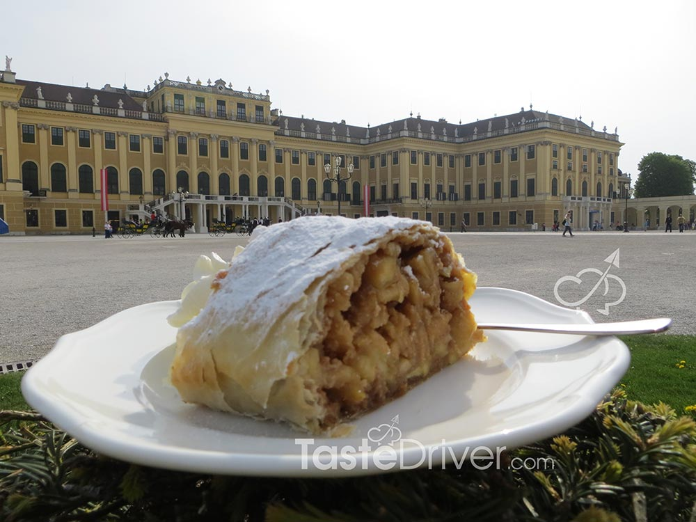 The secret recipe of the imperial applestrudel.