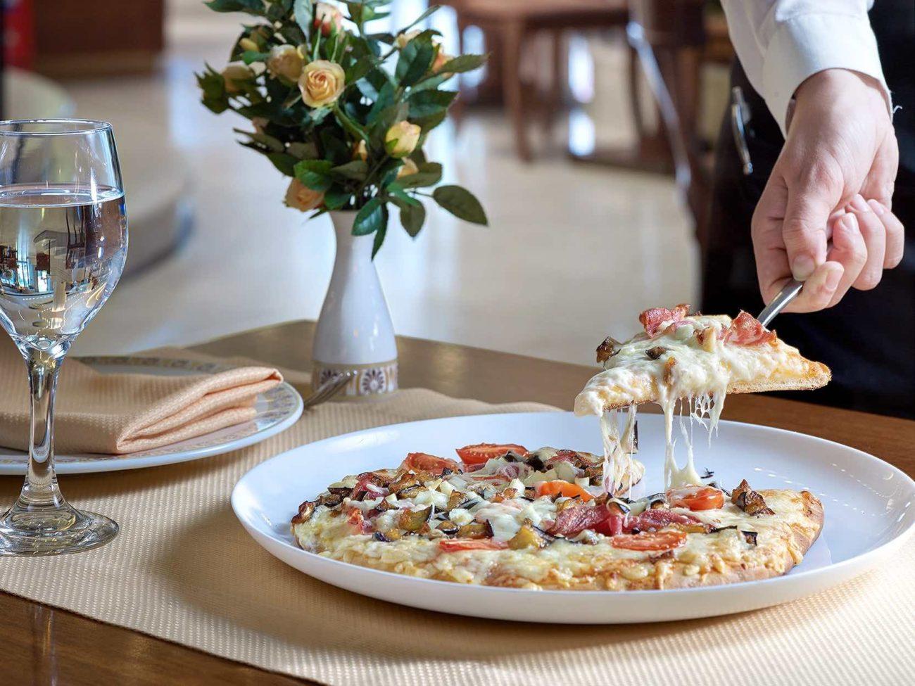 hotel-Titania-pizza-2,ΤΙΤΑΝΙΑ