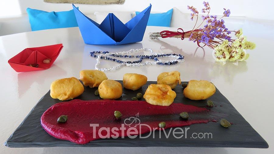 Λουκουμάδες μπακαλιάρου με σκορδαλιά παντζαριού και κάπαρη