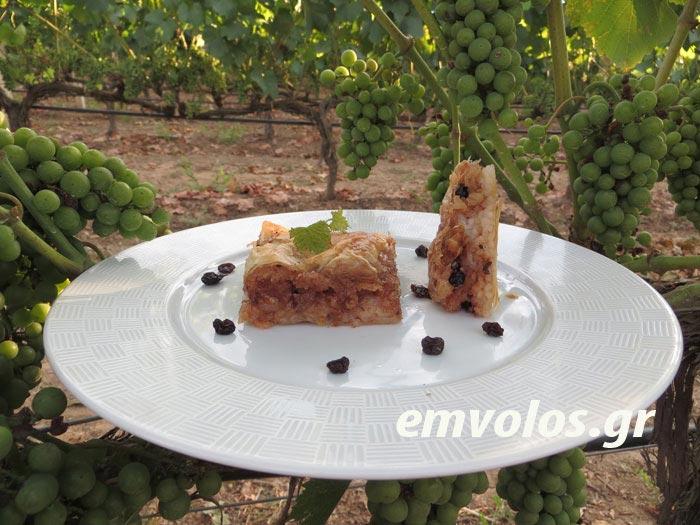 Ριζόπιτα με σταφίδες λουσμένες με ξινόμαυρο