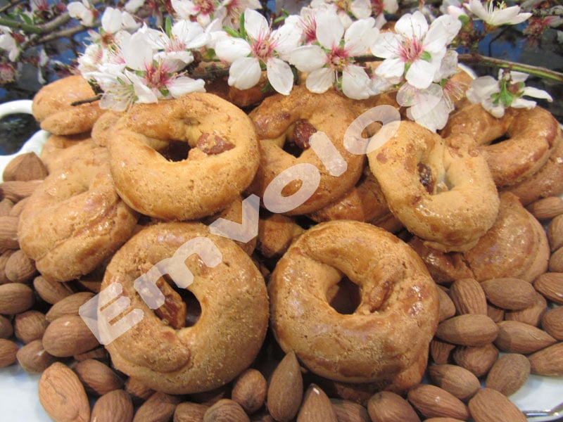 Almond cookies with honey