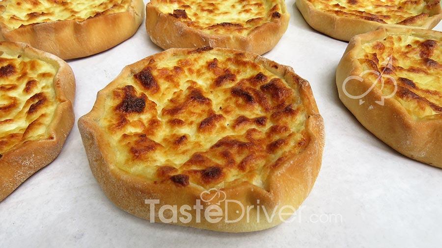 Σουρωτένια πίτα με τυράκια Φολεγάνδρου