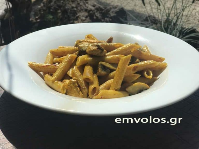 Pasta pennes with chicken, mushrooms, turmeric and saffron from Kozani