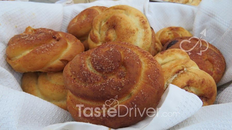 Ψωμάκια γεμιστά με ταχίνι