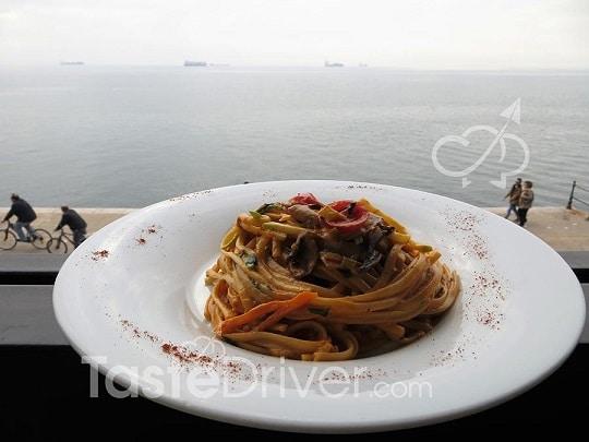 Ταλιολίνι με λαχανικά και κρέμα γραβιέρας Νάξου