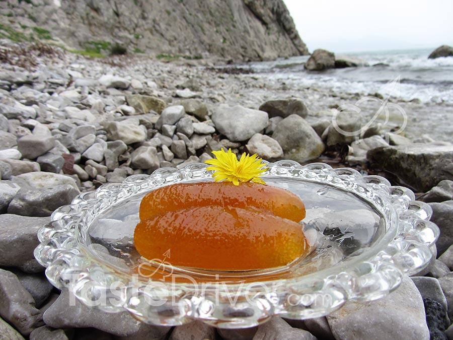 Γλυκό του κουταλιού νεράντζι στην κλωστή