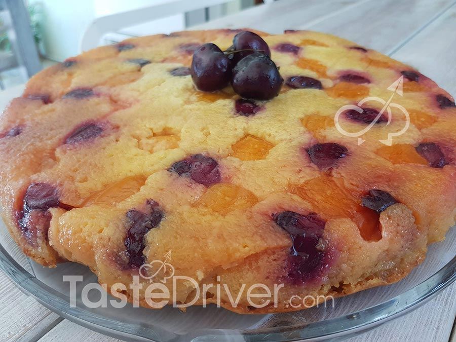 Easy tart with apricots and cherries