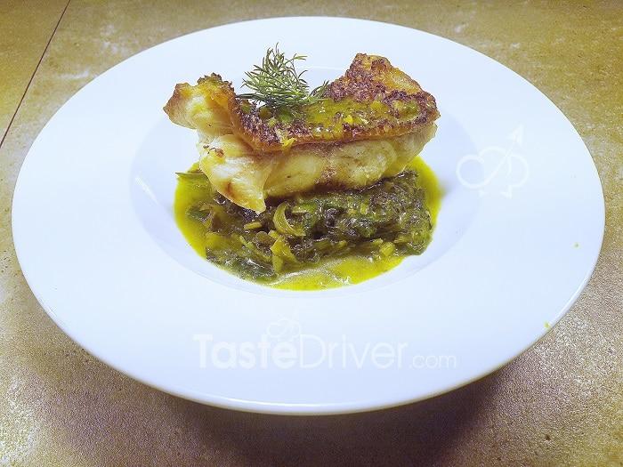 Αγιορείτικο φιλέτο ψαριού με χόρτα και αρωματικά