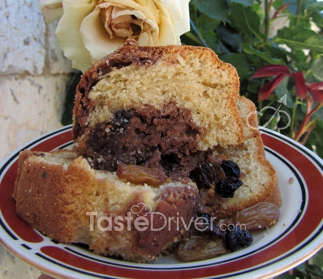 Cake with olive oil and black raisins