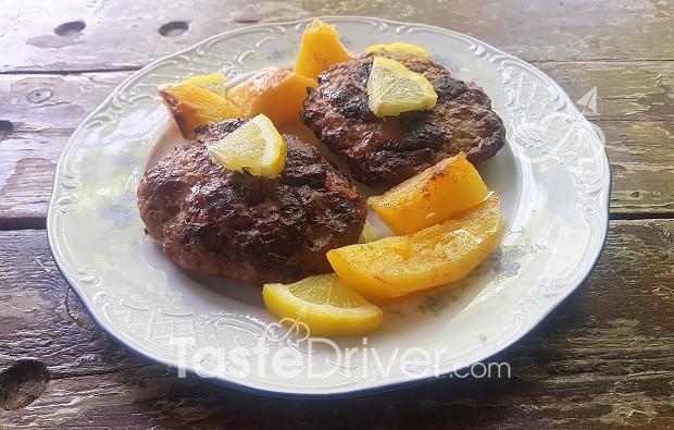 Μπιφτέκια με πατάτες πορτοκαλάτες
