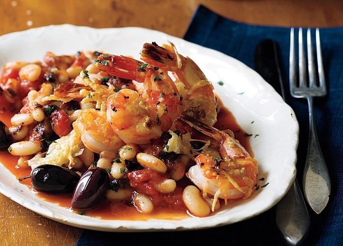 Shrimps with beans and tomato sauce