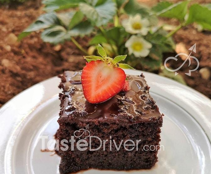 Chocolate pie with fresh strawberries