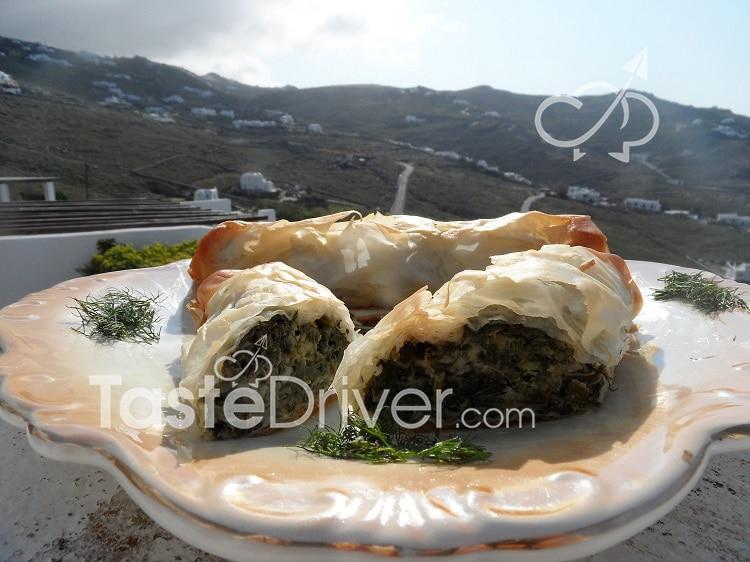 Pies (bourekakia) with spinach and mushrooms