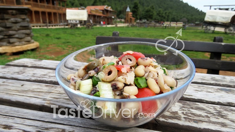 Μαυρομάτικα φασόλια σαλάτα με ντομάτες και αρωματικά
