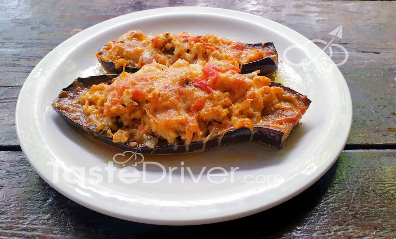 """Eggplants """"papoutsakia"""" with minced chicken and cheese"""