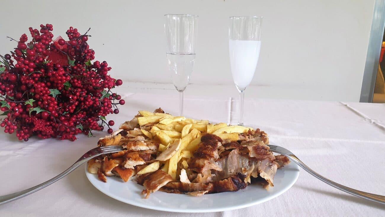 Δυο συνταγές σπιτικού γύρου και πινελιές ούζου