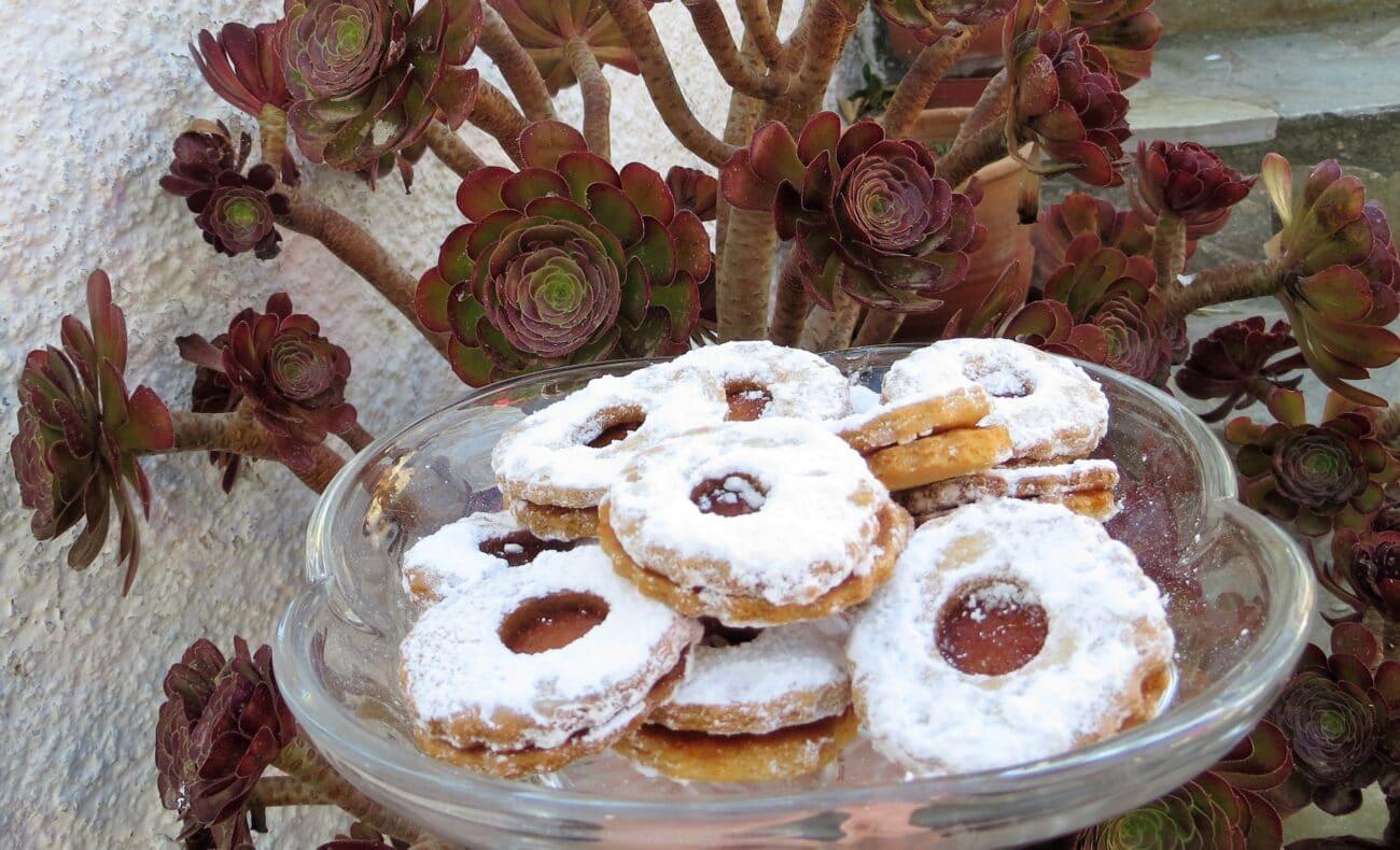 Μπισκότα με μαρμελάδα