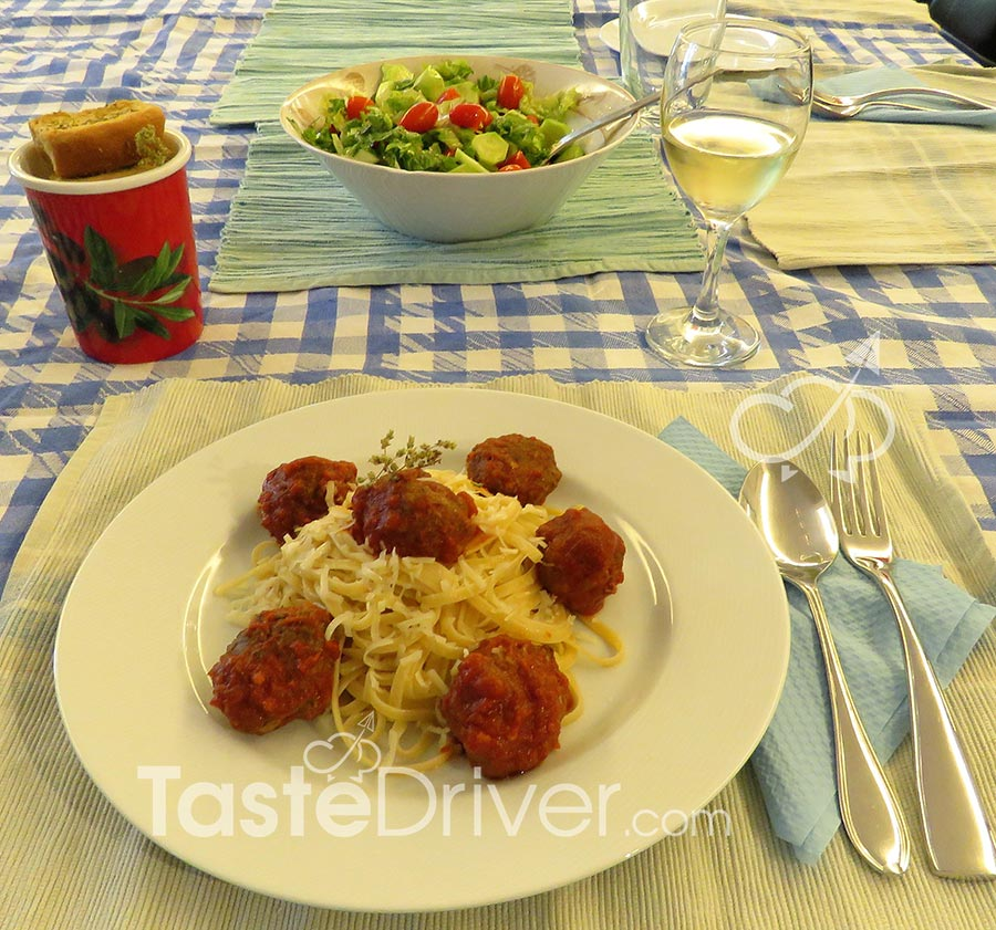 Mom's meatballs with tomato sauce